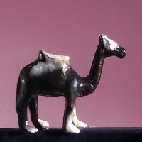 Bronzo de Kubbicolor est une patine avec un effet bronze. Elle s'utilise pour patiner avec la peinture noire brillante. Pour protéger votre patine, utilisez le vernis mat ou brillant de Kubbicolor.