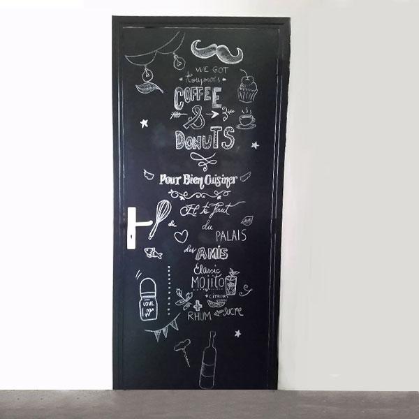 DIY – porte de cuisine relookée avec la peinture à la craie